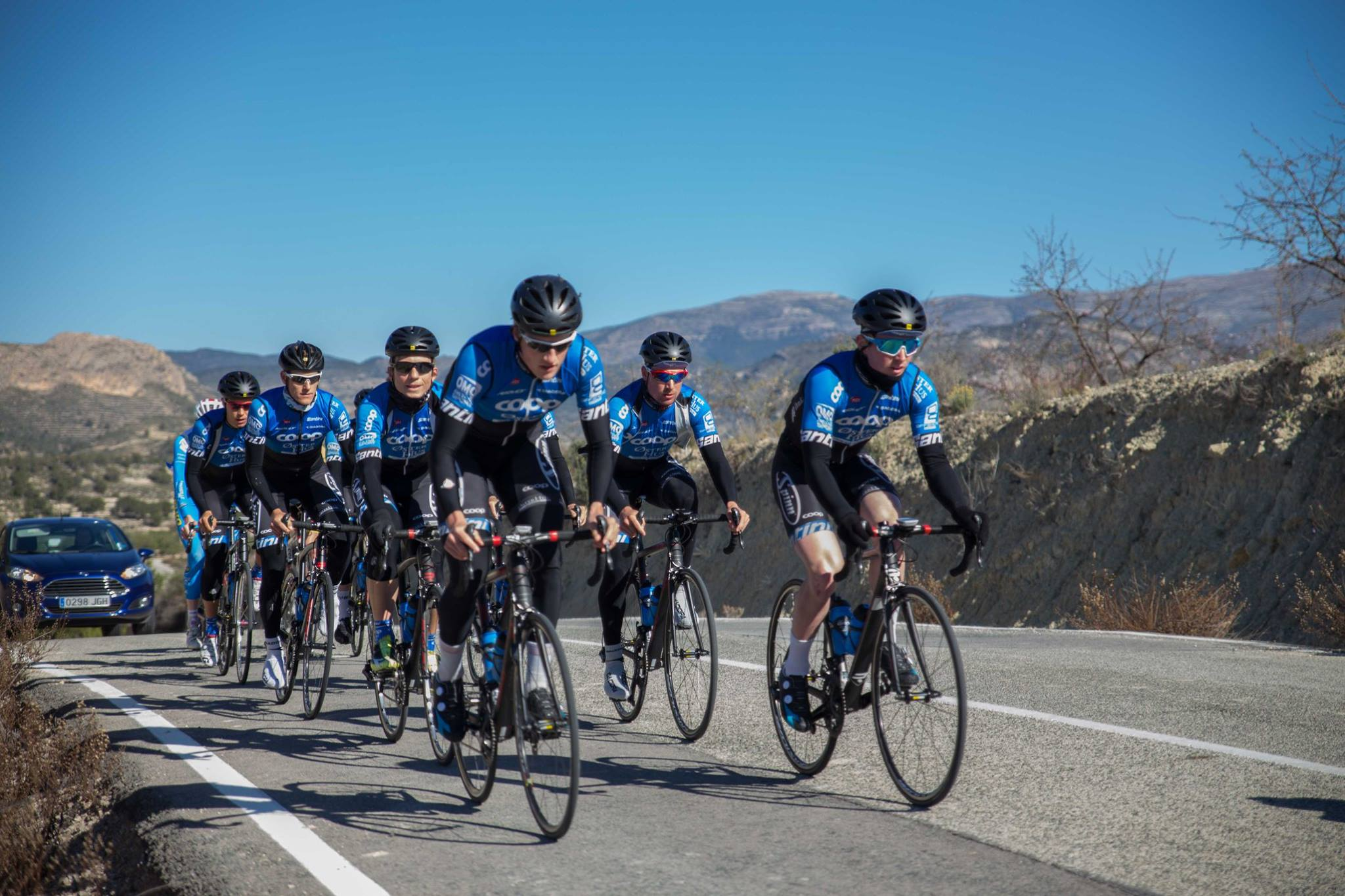 Langt: Som heltidssyklist må man ut på trening uansett vær. Foto: Team Coop - Øster Hus / Erik Flæsen Dalen