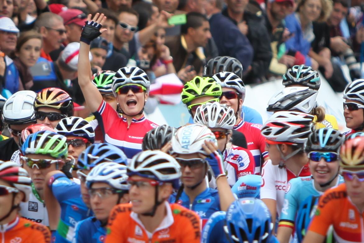 HEI! Og velkommen til Sykkelmagasinet. Emilie Moberg hilser velkommen, her fra VM i Richmond. FOTO: Kjetil R. Anda / Sykkelmagasinet