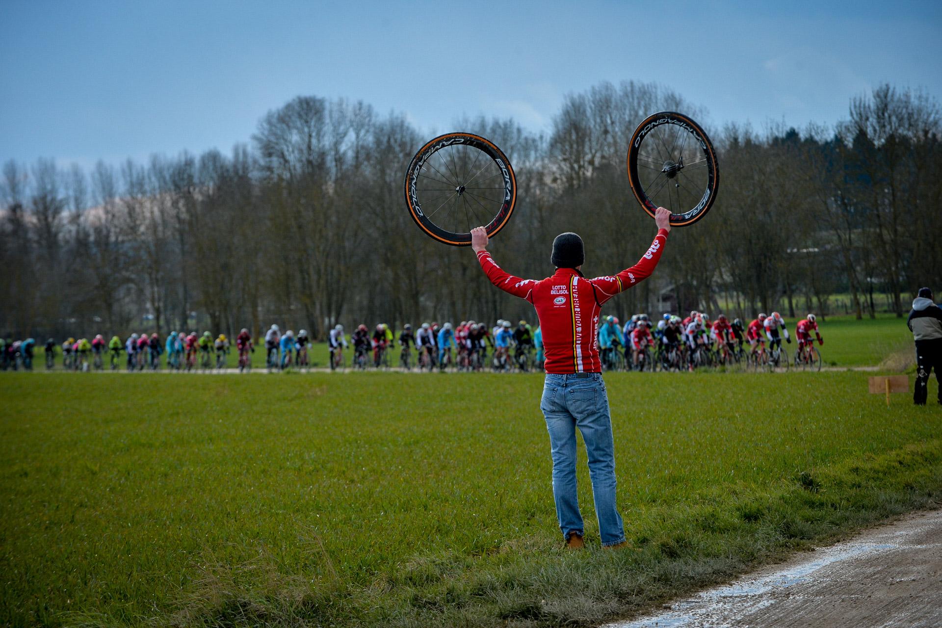 Hjulforbruk: Det er ikke til å legge skjul på at punkteringsfaren er større på grusen. Foto: ASO