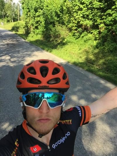 Sykkelglad: Thodorsen bruker flere timer ute på landeveien. Foto: Privat