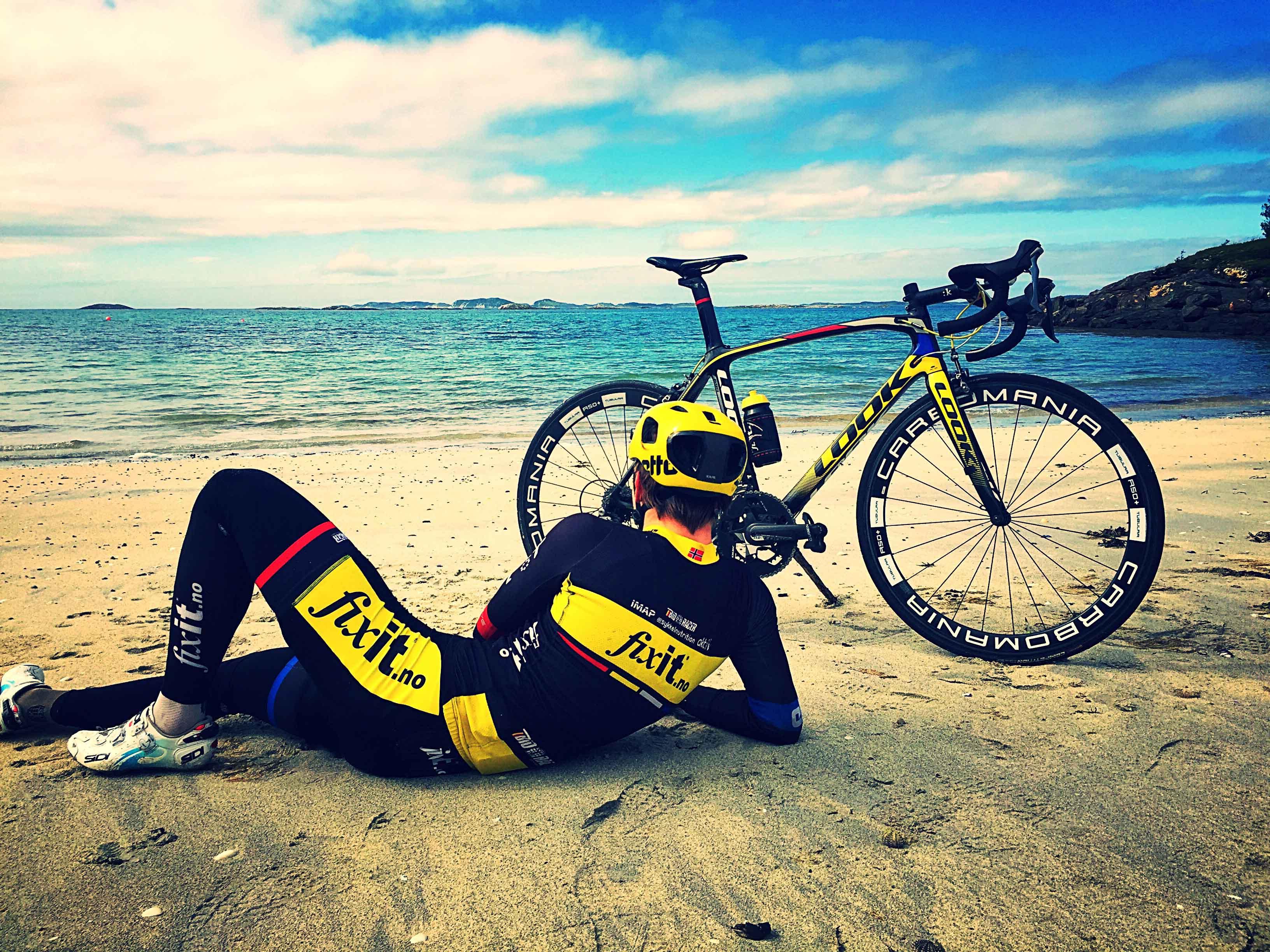 Nyter tilværelsen: Kristoffer Madsen sykler sin første sesong på kontinentalnivå. Foto: Anders S. Jacobsen / Team FixIT.no