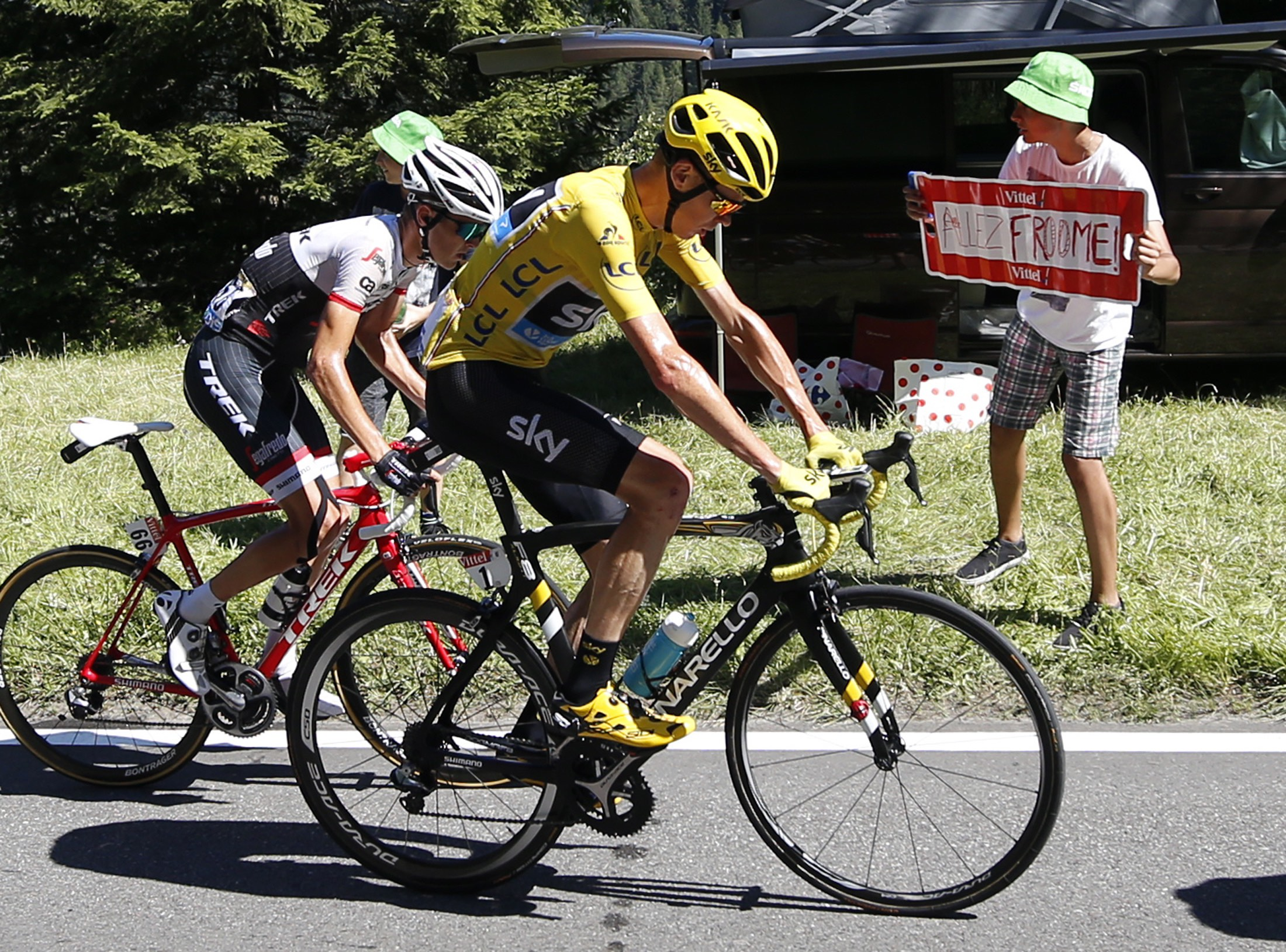 Froome leser data. Foto: Presseport.