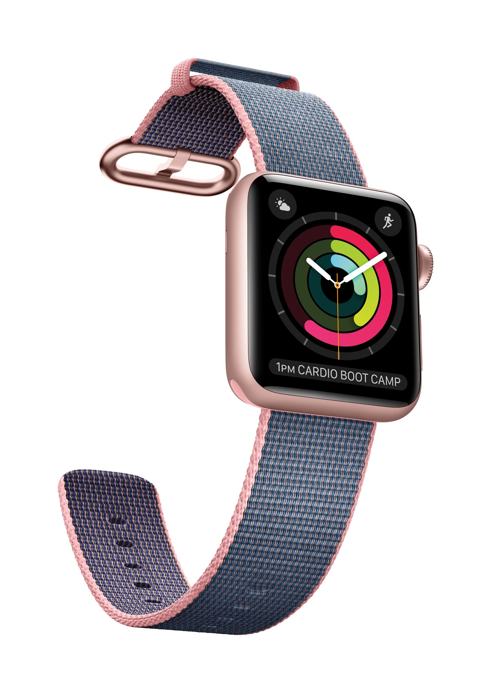 Gøy: Å følge med på din daglige aktivitet, her illustrert med Apples egen aktivitetsindikator, er gøy å følge med på. Man setter egne mål for hvor mye man skal bevege seg, trene og stå oppreist ila en dag. Foto: Apple