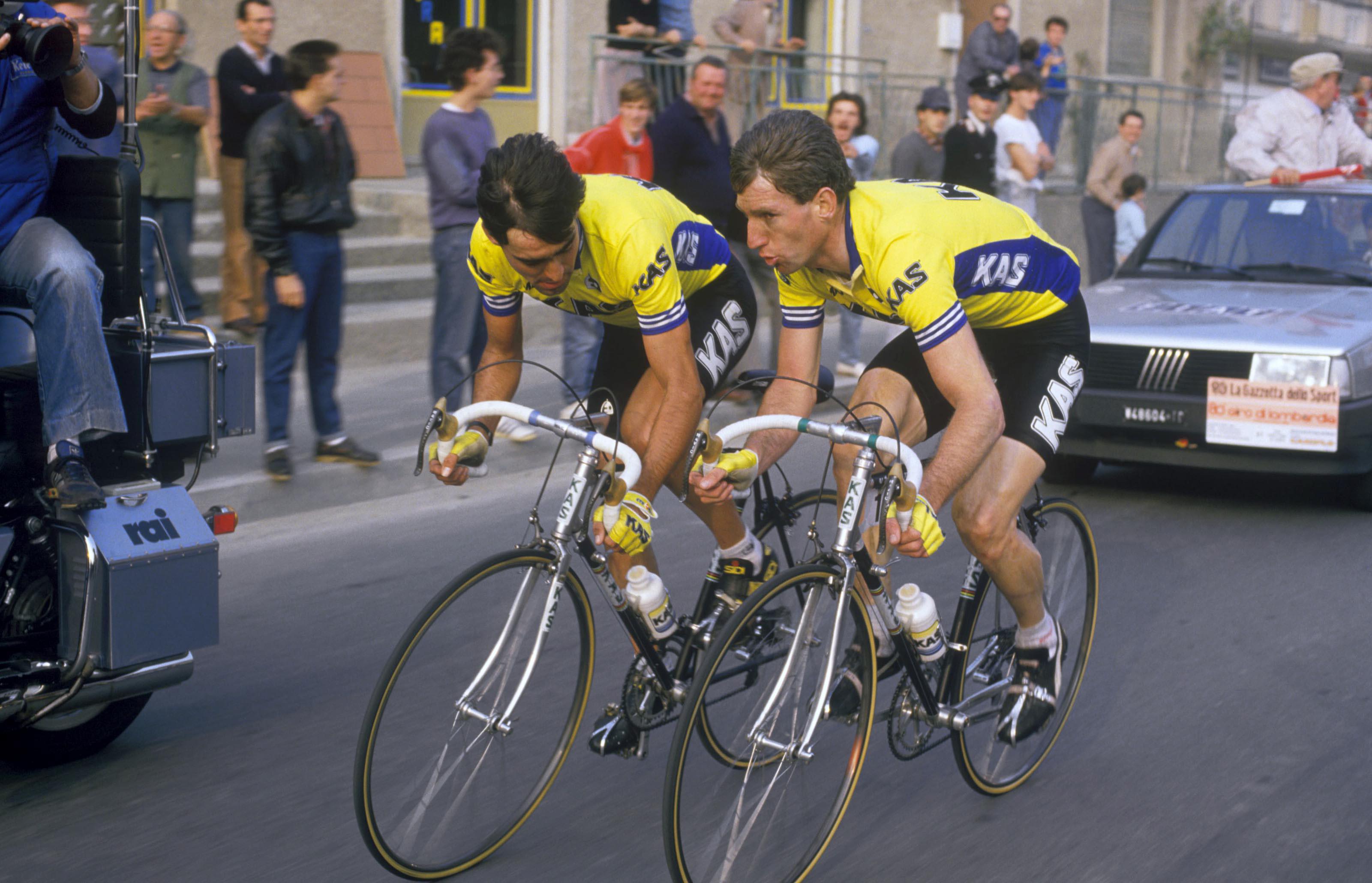 Duo: Kas-rytterne Da Silva og Kelly diskuterer handlingsplanen mot slutten av Giro di Lombardia i 1986. Foto: Presse Sports