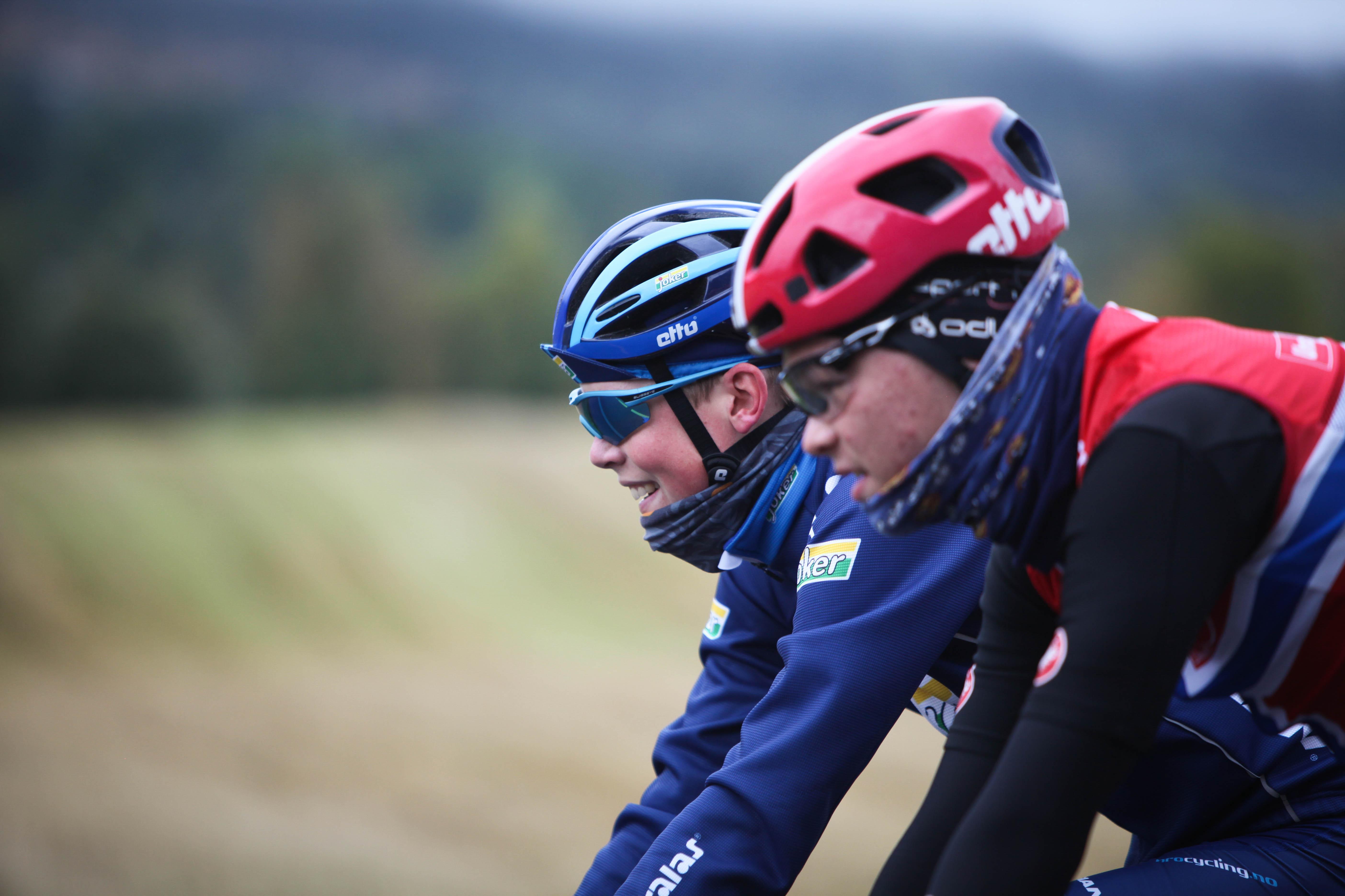 Godt kameratskap: Fra sin base på Lillehammer er Skaarseth blitt godt kjent på det lokale vei- og sti-nettet. Gjerne sammen med kamerater, som Tobias Foss. Foto: Sykkelmagasinet