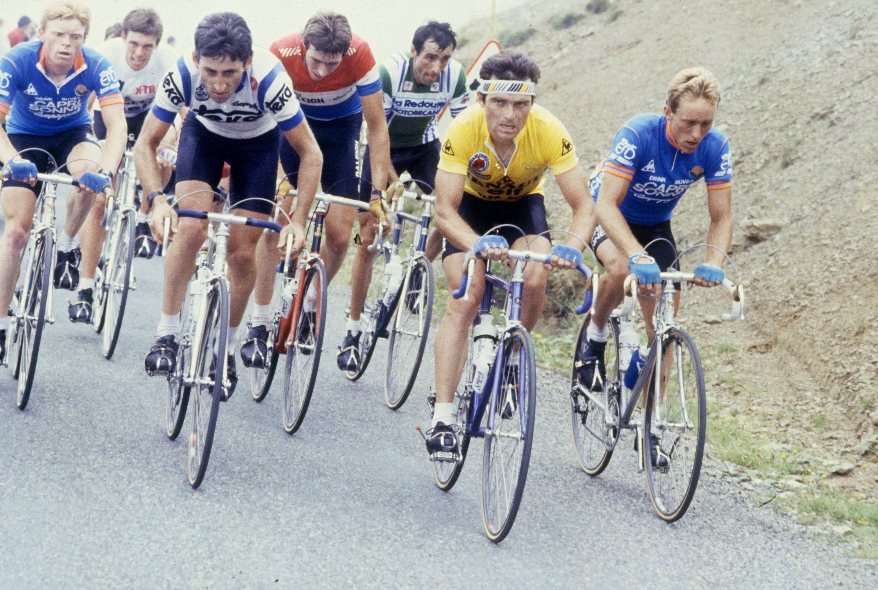 Wilmann sammen med Hinautl og de andre favorittene på Col d'Aubisque.